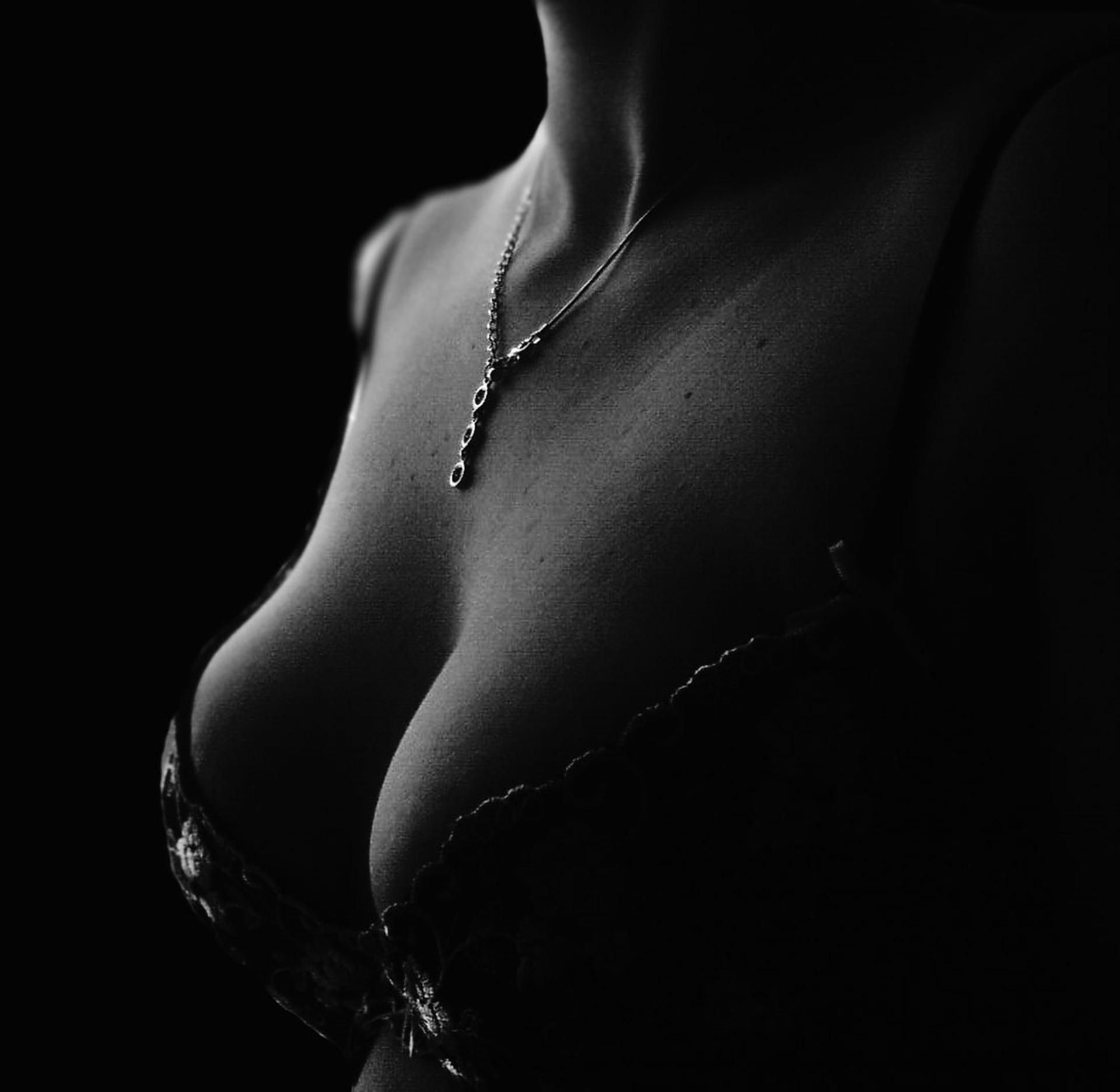 bröst bondage